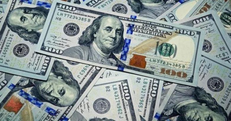 بطلب من طهران.. العراق يمنع بيع الدولار للمسافرين إلى إيران