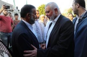هنية يؤدي واجب العزاء لذوي الشهيد القسامي محمد النجار