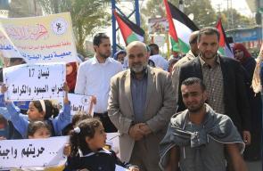 ذوو الاحتياجات الخاصة ينظمون وقفة تضامنية مع الأسرى بدير البلح