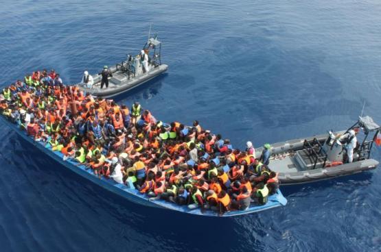 البحرية الليبية تنقذ 137 مهاجراً قبالة سواحلها