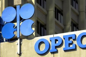 """تخفيضات """"أوبك"""" تقود النفط إلى الارتفاع"""