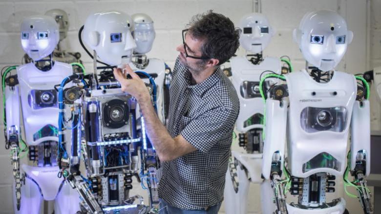 هل يمكن أن يصبح الروبوت فنانا مبدعا أو أديبا حاذقا؟