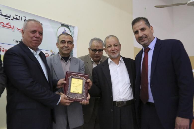 مديرية شمال غزة تكرّم اثنين من موظفيها المتقاعدين