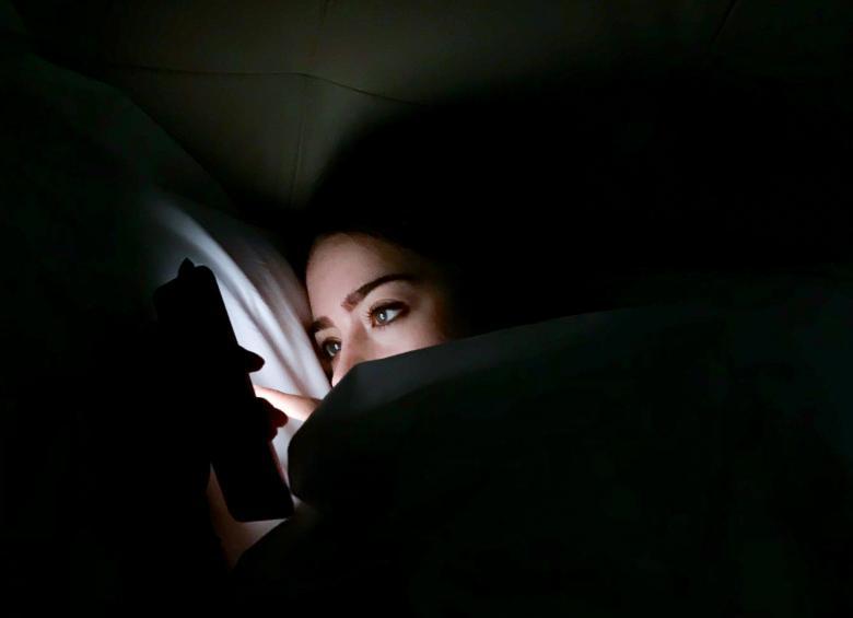 خطر يهدد كل من يستخدم الهاتف الذكي ليلا