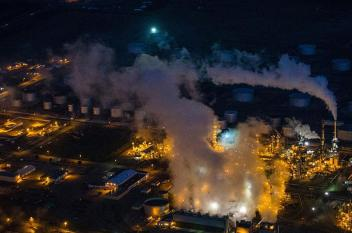 النفط يرتفع مع خفض إمدادات السعودية لأمريكا