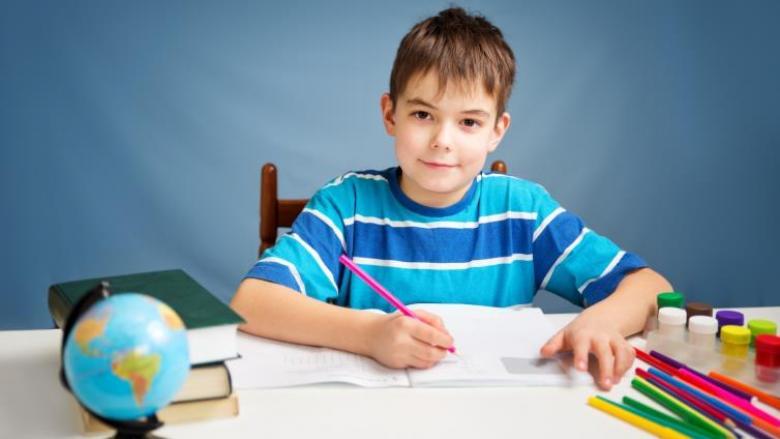 لماذا يحب بعض الأطفال المذاكرة؟.. هكذا تجعل طفلك منهم