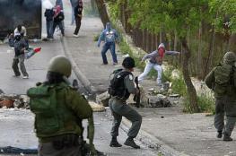 شبان يرشقون قوات الاحتلال بالحجارة غرب بيت لحم