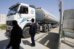 """ليبرمان يأمر باستئناف توريد """"الوقود القطري"""" إلى غزة"""