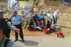 إصابة ضابط إسرائيلي ومستوطن بعملية طعن في الخليل والقدس