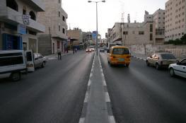 نشطاء يغلقون شارع القدس-رام الله احتجاجًا على الاعتقال الإداري