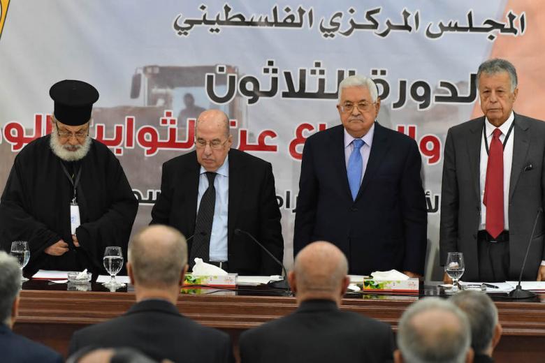 """عضو بمركزية """"فتح"""" يكشف قرارات مصيرية"""