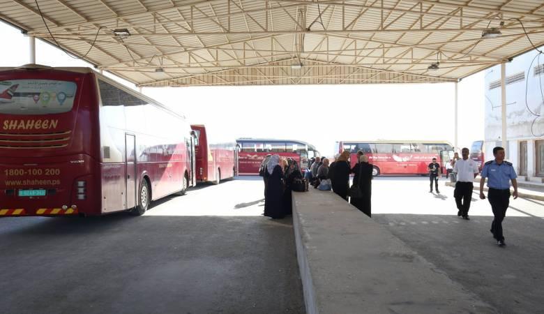 """الاحتلال يمنع 23 مواطنًا من السفر عبر """"الكرامة"""""""