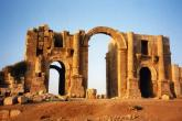 """""""داعش"""" تدمّر """"قوس النصر"""" الأثري بسوريا"""