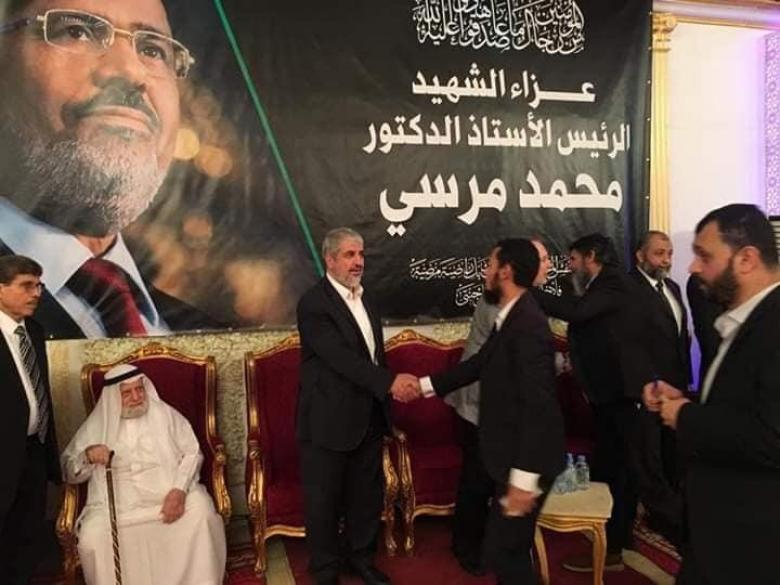 مشعل يشارك في بيت عزاء الرئيس المصري محمد مرسي في الدوحة