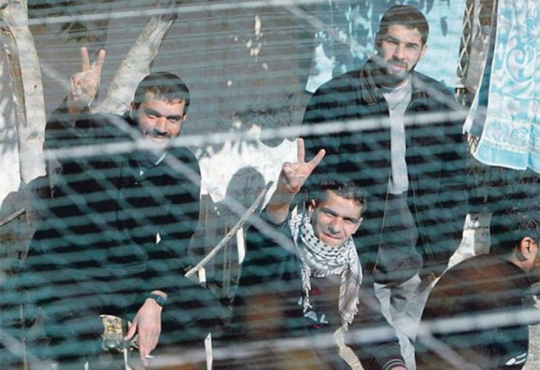 """""""معركة الكرامة 2"""".. الأسرى يواصلون إضرابهم لليوم الثامن"""