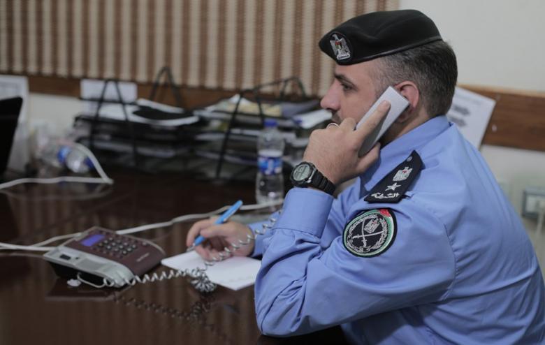 مدير شرطة البلديات يتلقى اتصالات واستفسارات المواطنين
