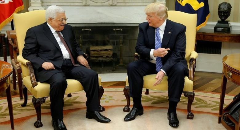 """إنقاذ """"صفقة القرن""""... """"حيلة أمريكية جديدة"""" لإغراء عباس بدعم خليجي"""