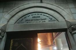 مستوطنون يشعلون النار بمسجد في نابلس