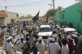 السودان.. استمرار الاعتصام ضد البشير والجيش يدعو للاستماع للمتظاهرين