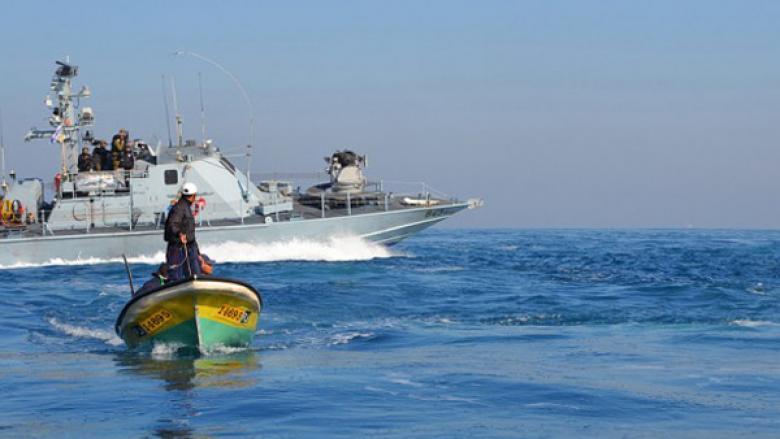 الاحتلال يستهدف الصيادين في بحر شمال غزة