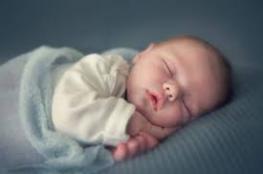 الحكم بالسجن 3 شهور لوالدين جوعا طفلتهما الرضيعة