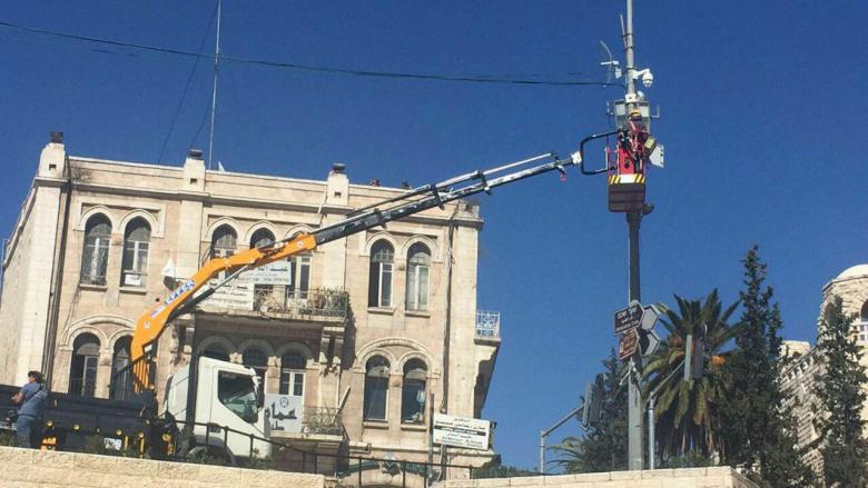 الاحتلال يركب كاميرات مراقبة في جبل المكبر