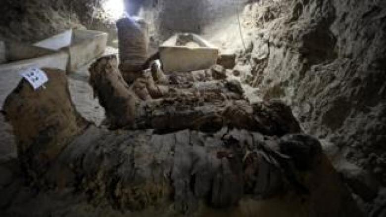 اكتشاف 17 مومياء في مقبرة فرعونية في محافظة المنيا جنوب القاهرة