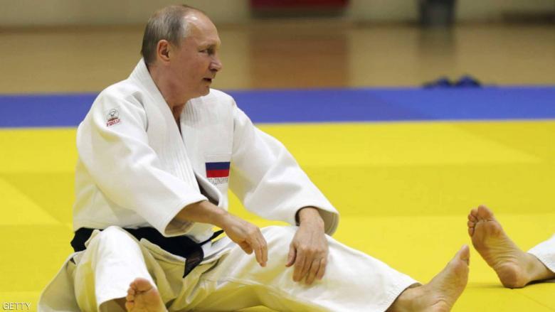 """امرأة تطيح بوتن أرضا.. والصورة """"لم تظهر أبدا"""""""