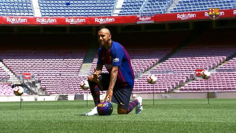 برشلونة يقدم لاعبه الجديد فيدال دون حضور الجمهور