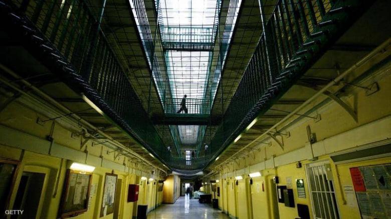 وفاة رضيع داخل زنزانة.. والشرطة تحقق