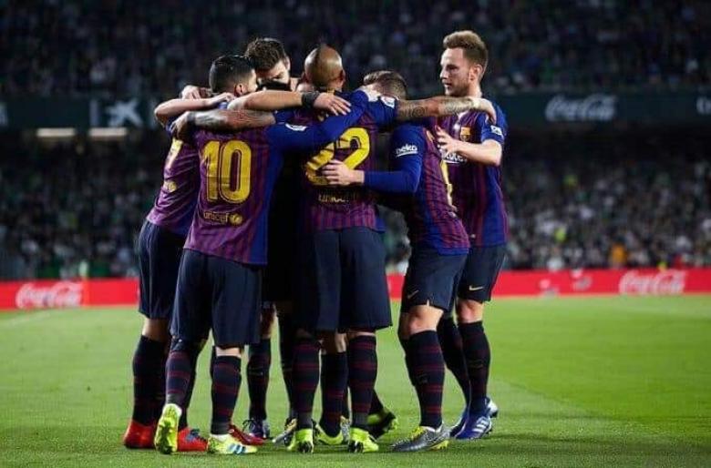 ميسي يقود برشلونة لسحق ريال بيتيس برباعية