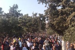 المقدسيون يدخلون المسجد الأقصى بعد فتح باب حطة