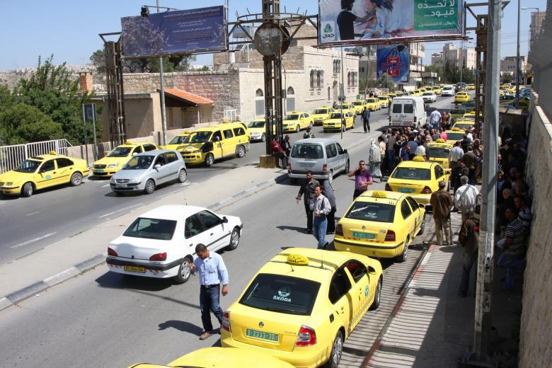 السماح بدخول سيارات أجرة جديدة لغزة