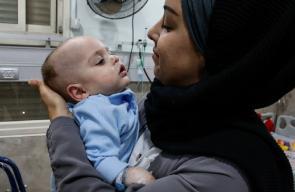 فتاة من الضفة تتبرع لرعاية طفل من غزة رفض الاحتلال مرافقة والدته له