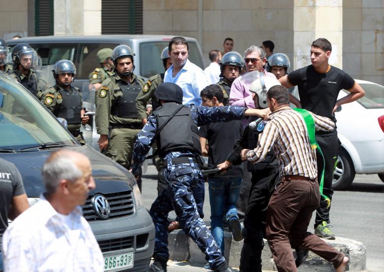 أجهزة السلطة تعتقل 11 مواطنا في الضفة