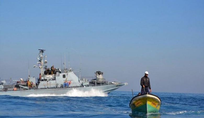 الاحتلال يهاجم مراكب الصيادين في خانيونس
