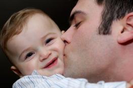 لماذا يُدمن الآباء والأمهات رائحة طفلهم؟