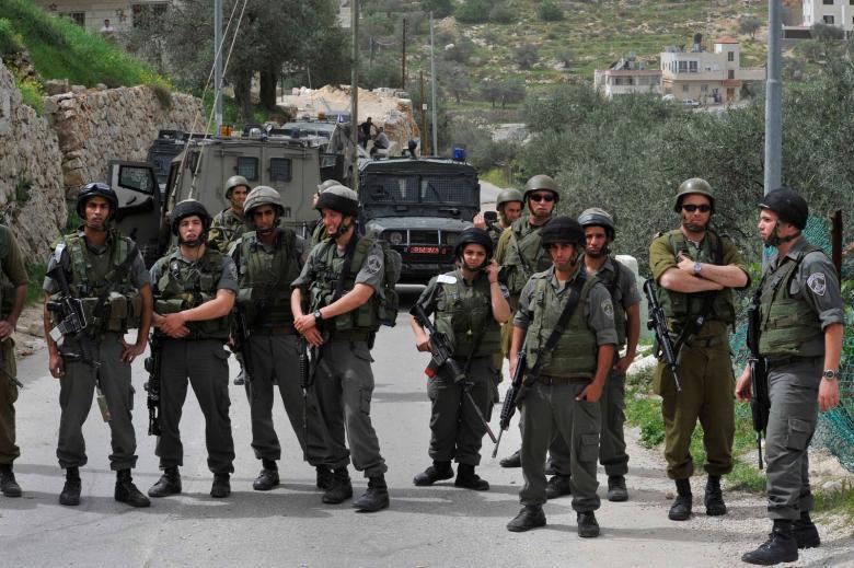 الاحتلال يفرض مخالفات على محال مركبات شمال القدس