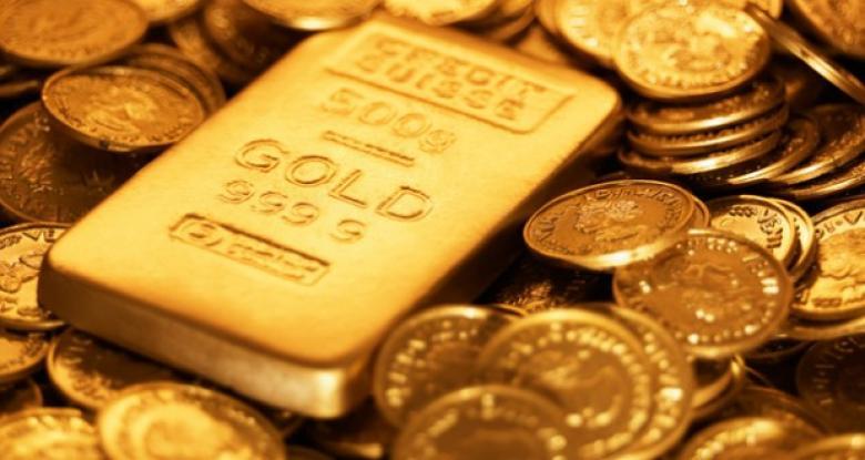 الذهب يتراجع وتوقعات برفع نسبة الفائدة في الأموال الاتحادية