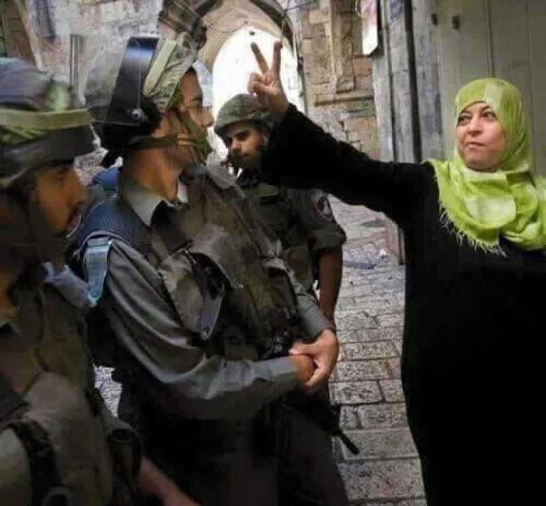 """الاحتلال يستدعي المرابطة """"الصيداوي"""" للتحقيق بالقدس"""