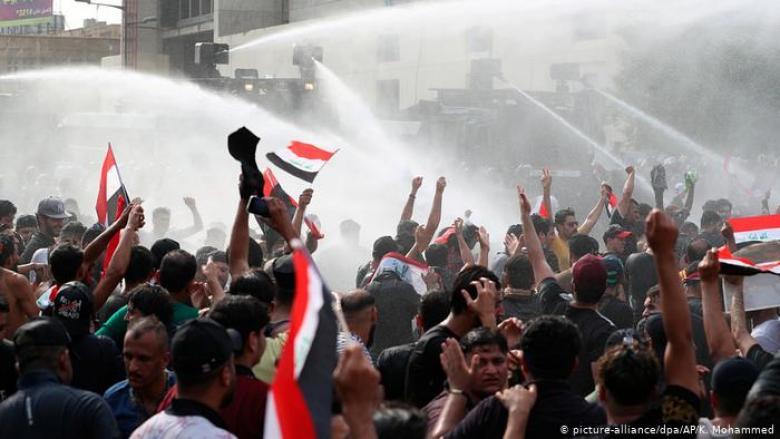 60 قتيلا في مظاهرات العراق ووسط بغداد يتحول لساحة حرب