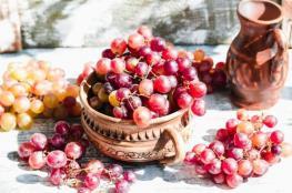 تعرف على فوائد العنب الأحمر