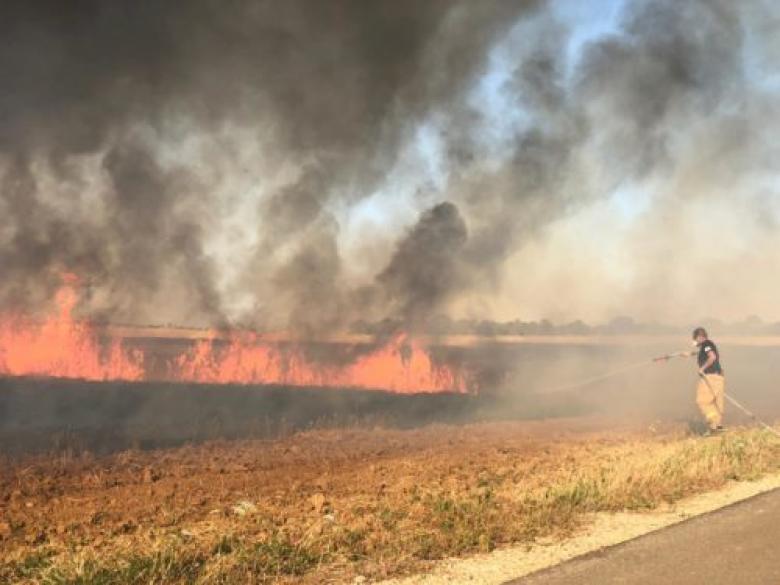 تسعة حرائق تلتهم حقول غلاف غزة