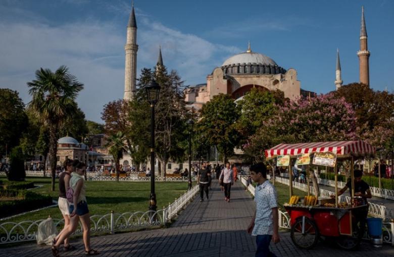 """عودة جدل الصلاة في """"آيا صوفيا"""" بإسطنبول بعد حكم قضائي"""