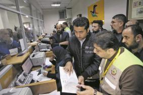 العمادي يعلن موعد دخول المنحة القطرية الثالثة