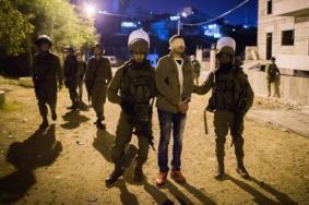 الاحتلال يعتقل مواطناً وزوجته ونجلهما في الخليل