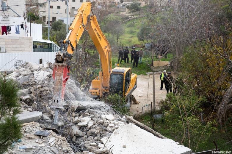 الاحتلال يهدم مسكنًا وحظيرة أغنام جنوب الخليل