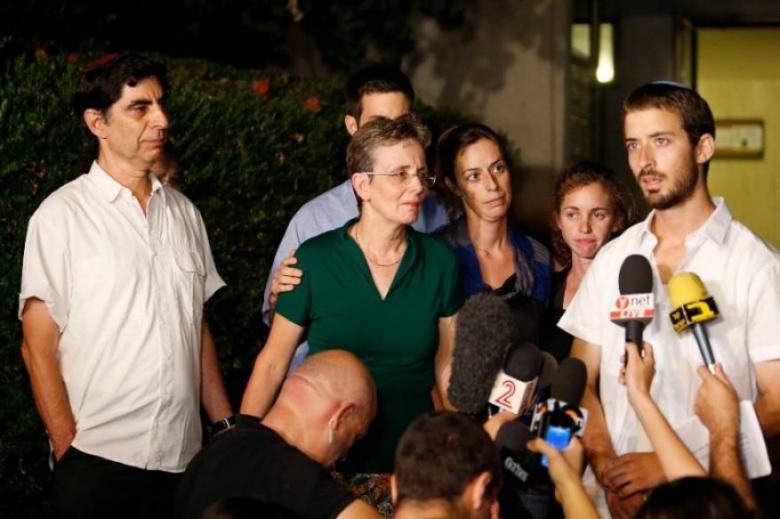 """والد هدار غولدين: الحكومة استسلمت لـ""""حماس"""""""