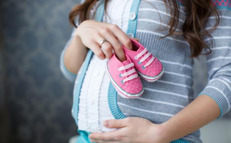 اكتسابك الوزن خلال الحمل أمر مفرح... وإليكِ الأسباب