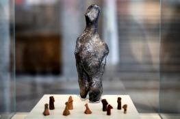 """""""التمثال اللغز"""" يحيّر علماء الآثار"""
